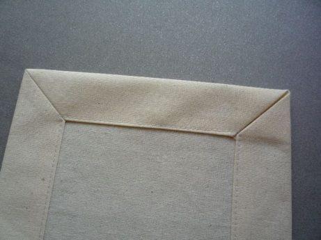 022-zkosene-rohy-u-obrusu